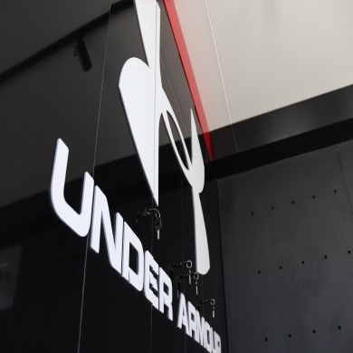 Mobile Retail Design | Under Armour